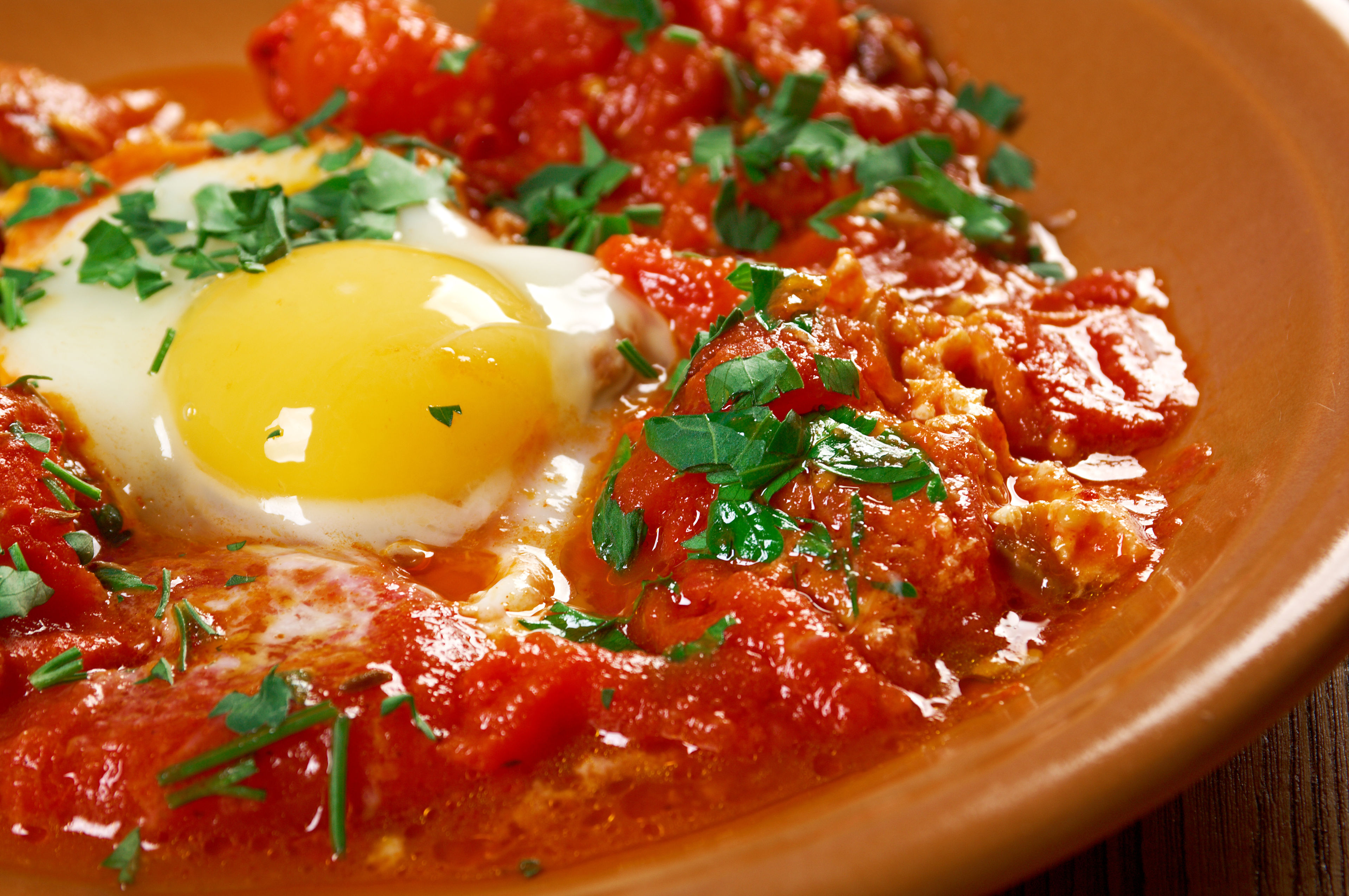 Hearty Poached Egg & Peppers Recipe: Shakshuka - 12 Tomatoes