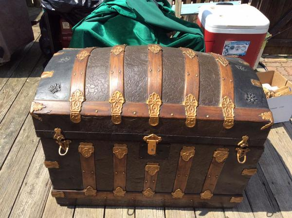 dating old trunks Before the age of samsonite, travelers carried their luggage in steamer trunks in the late 19th century, this form of cargo was often used on trains and steamships.