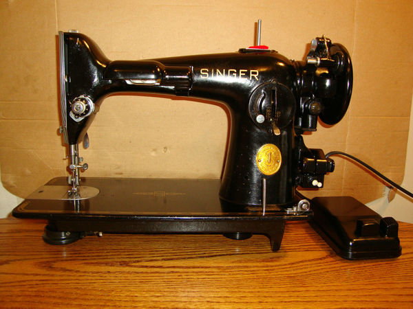 Antique Spotlight: Singer Sewing Machines