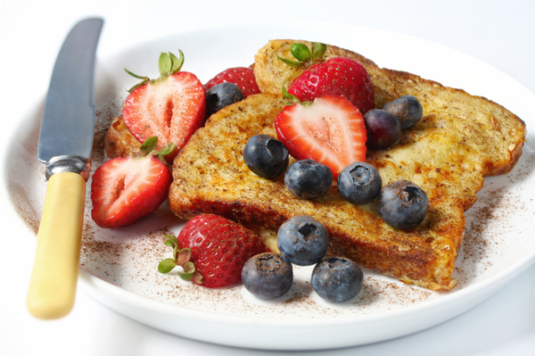 Delicious Low-Calorie Breakfast Recipe: Whole-Wheat Berry French Toast