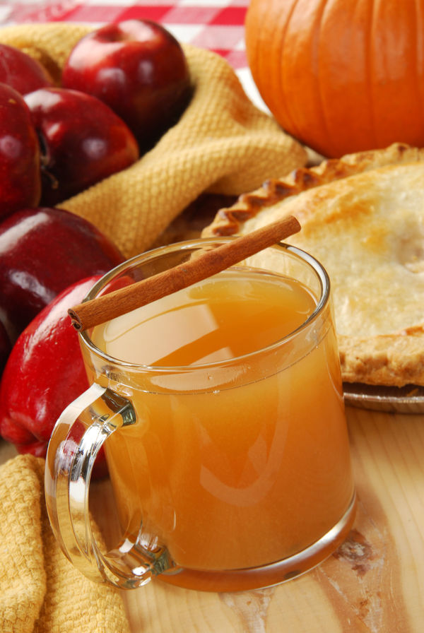 Warm Autumnal Cocktail: Spiked Cinnamon Apple Cider