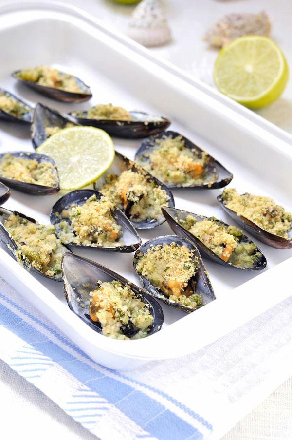 Italian Seafood Appetizer: Garlic Butter Mussels Gratin