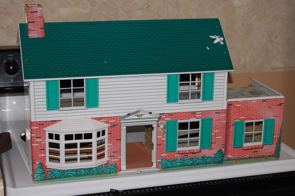 A Look At Vintage Doll Houses!