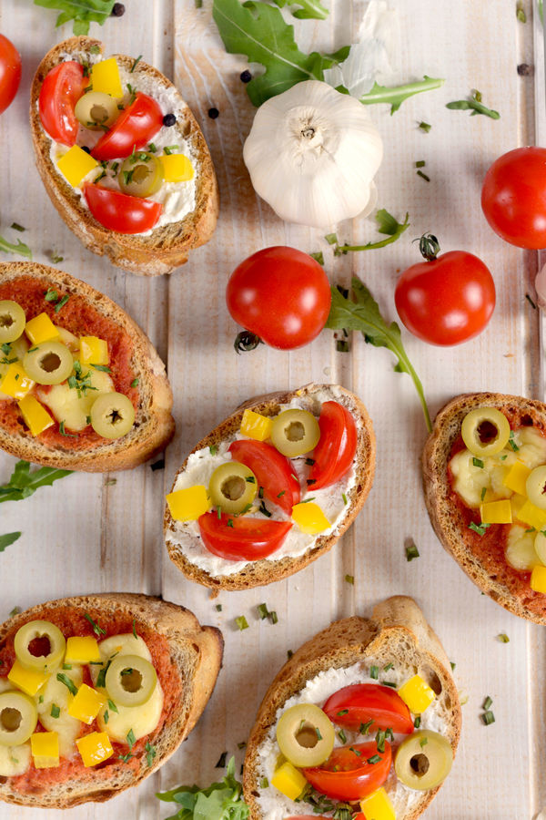 ... : Cheesy Bruschetta with Tomatoes, Olives, & Peppers - 12 Tomatoes