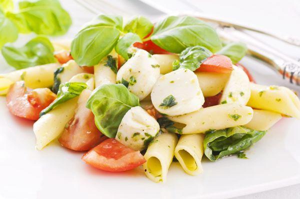 Italian Recipe: Tomato, Mozzarella & Pesto Pasta Salad