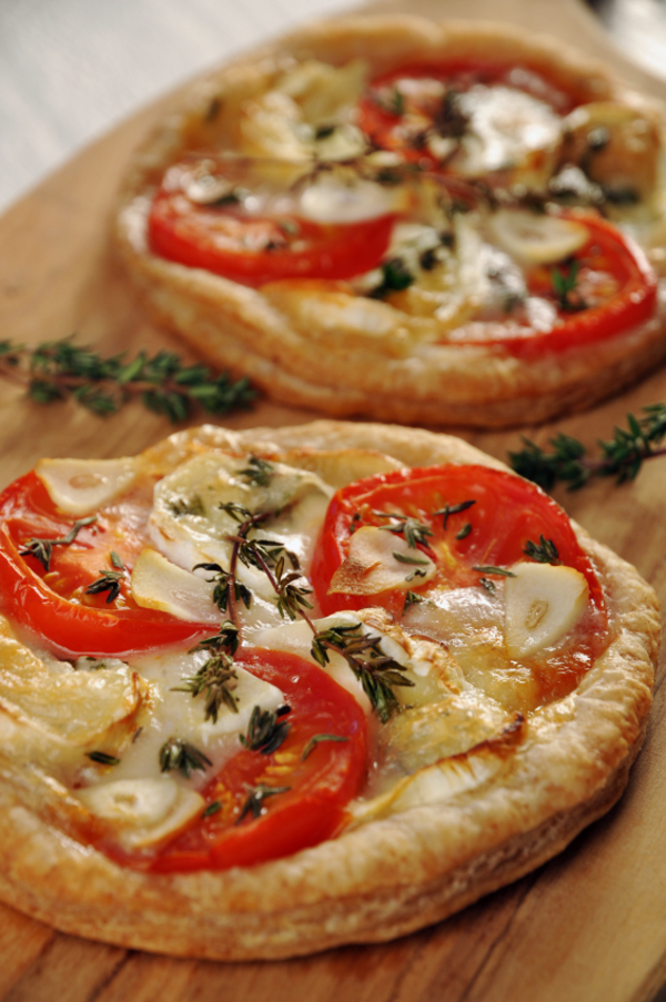 Easy Pizza Recipe: Tomato & Mozzarella Puff Pastry Pizzette