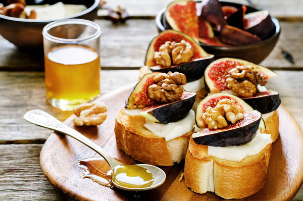 Elegant Appetizer Recipe: Bruschetta With Figs, Walnuts & Honey