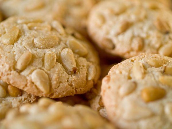 Italian Dessert Recipe: Sweet Pine Nut Almond Cookies