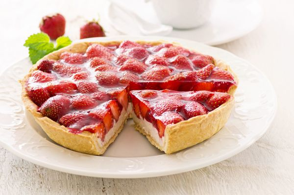 Beautifully Sweet Dessert Recipe: Glazed Strawberry Cream Tart