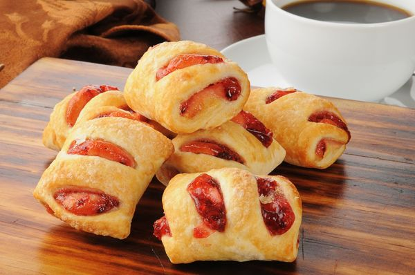 Easy Sweet For Entertaining: Mini Puff Pastry Strawberry Strudels