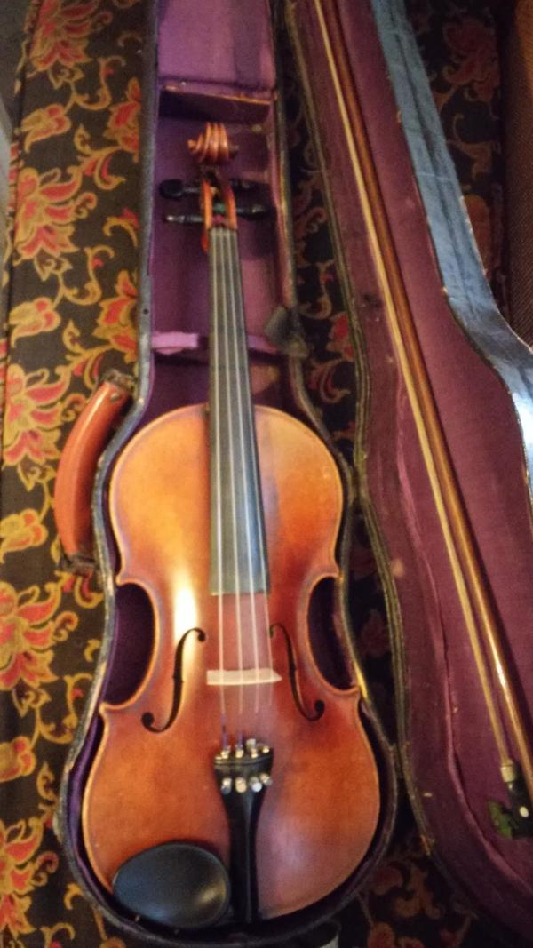 Antique Spotlight: Violins