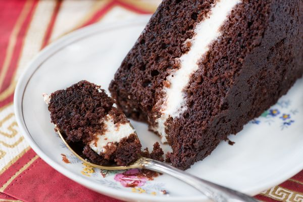 Your Favorite Childhood Treat Reincarnated - The Hostess Cupcake Cake
