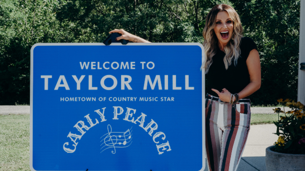 """She """"Never Wanted to Be That Girl"""": Carly Pearce says """"Don't steal from my hometown"""""""