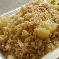 Pineapple Chicken Fried Rice (菠蘿雞炒飯)