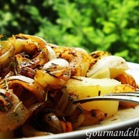 Boiled potatoes with onion and rosemary Recipe