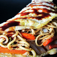 Omusoba (Japanese omelet with stir fried veggies and noodles) Recipe