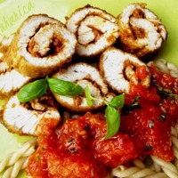 Turkey rolls with pesto and tomato sauce Recipe