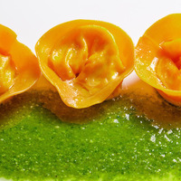 Tortelli di pasta al pomodoro farciti con mozzarella e ricotta di bufala su pesto di basilico Recipe