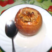 Healthy Fall Dessert: Baked apples with walnuts, honey and cinnamon. Recipe