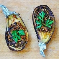 Stuffed Aubergines with Garlic Sauce Recipe