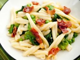 Pasta with Prosciutto and Lettuce