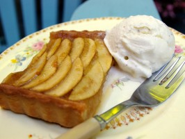 Applesauce Apple Tart