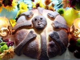 Pan de Muerto/Bread of the Dead
