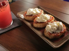 Pan con Burrata