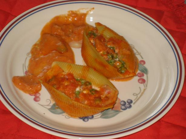 Stuffed Shells With Prosciutto and Peas