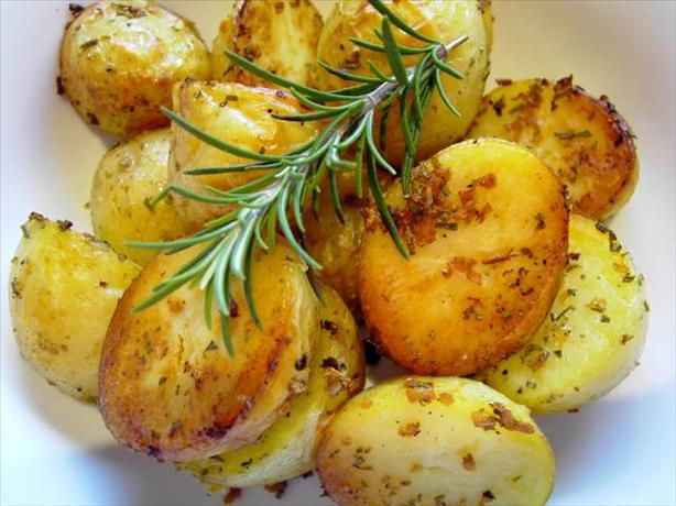Garlic and Rosemary Roasted Potatoes