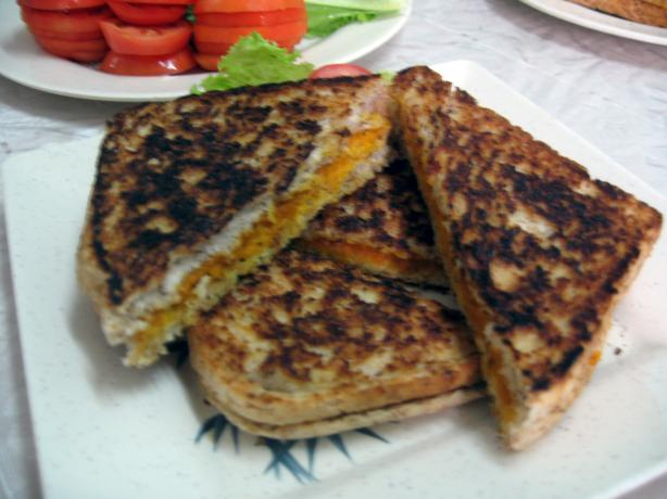 "Vegan Grilled ""cheeze"" Sammiches!"