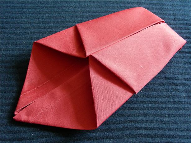 Serviette/Napkin Folding, Symmetric Delight