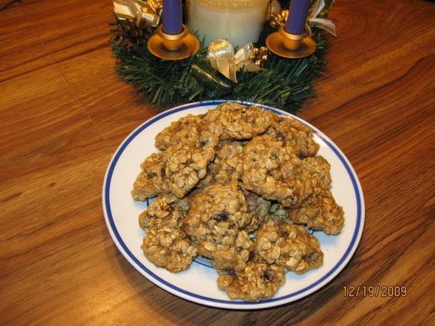 Holiday Oatmeal Raisin Cookies