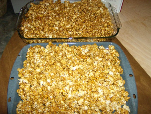 Caramel Corn (With Peanuts)