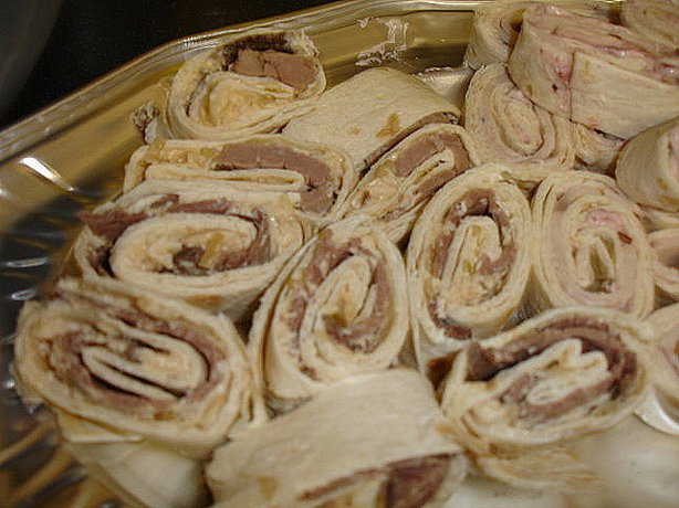 French Onion and Beef Pinwheels Rollups