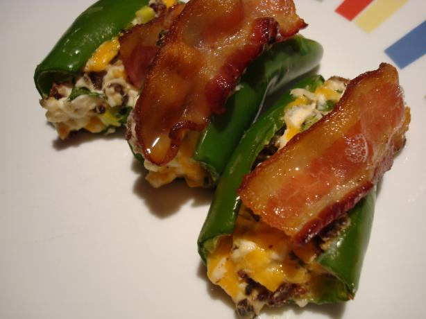 Stuffed Jalapenos Topped With Bacon