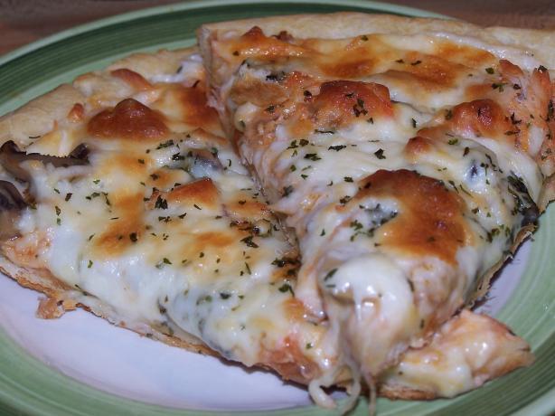 Mika's Buffalo Chicken Alfredo Pizza