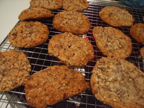 Family Favorite Chewy Apricot Pecan Oatmeal Cookies