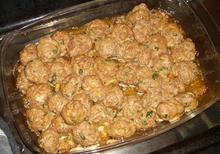Cheesy Meatballs With Basil Tomato Sauce