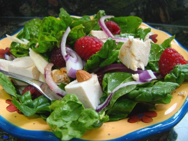 Chicken-Spinach Salad With Raspberries