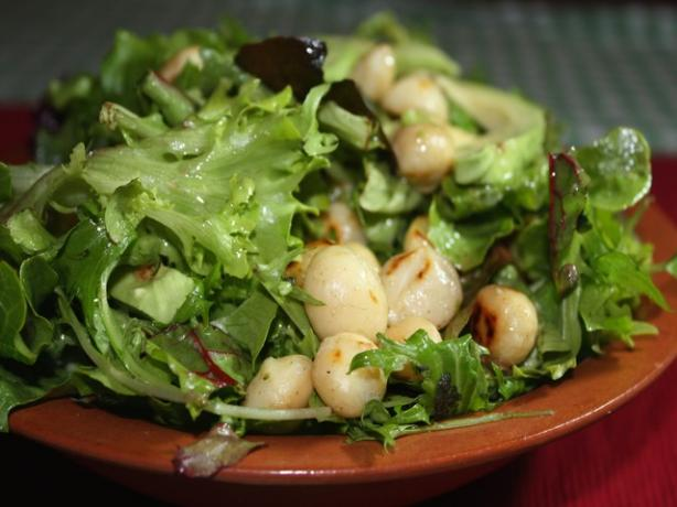Avocado and Macadamia Nut Salad
