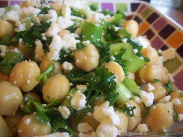 Turkish Chickpea Salad (Nohut Salatasi)