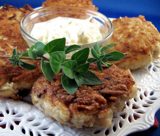 Fish Cakes With Herbed Sauce (German)