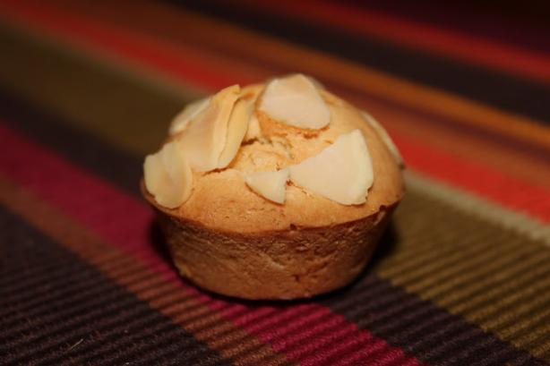 Dilmah Exceptional Italian Almond Cupcakes