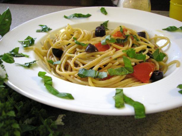 Spaghetti Alla Puttanesca (Spaghetti With Hot Sauce)