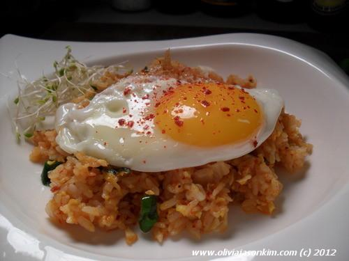 Kimchi Bokkeumbab (Kimchi Fried Rice)