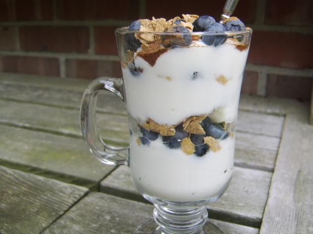 Light and Healthy Blueberry Yogurt Parfait
