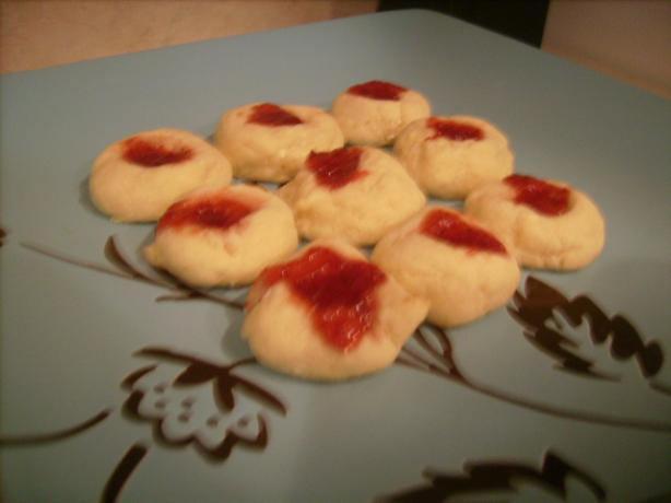 Strawberry Cream Cookies