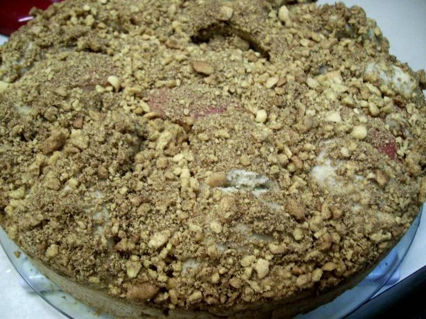 Easy and Tasty Apple Cake With Crumb Topping