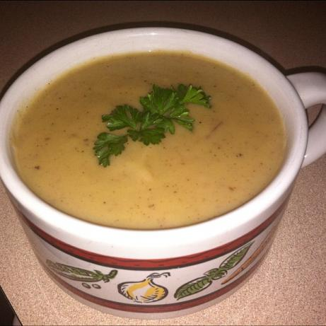 """ Creamy "" Vegan Potato-Leek Soup"
